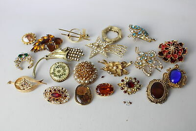 20 x Vintage & Retro BROOCHES inc. Corocraft, 1980's, Faux Pearl