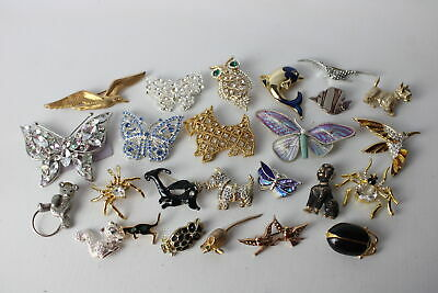 25 x Vintage ANIMAL BROOCHES inc. Spider, Butterfly, Bug, Owl, Dogs