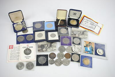 30 x Assorted Commemorative COINS / MEDALLIONS Inc WW1 Kings Shilling, Royal Etc
