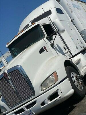 White Tractor Unit Kenworth T600