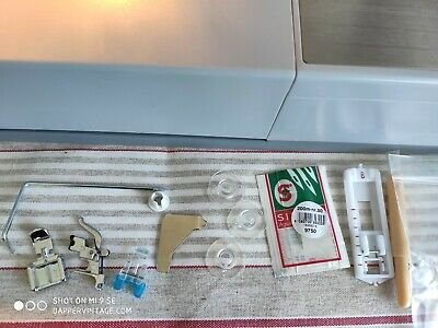 Singer 507 Zig Zag Sewing Machine - Tested & Serviced, with Instruction manual