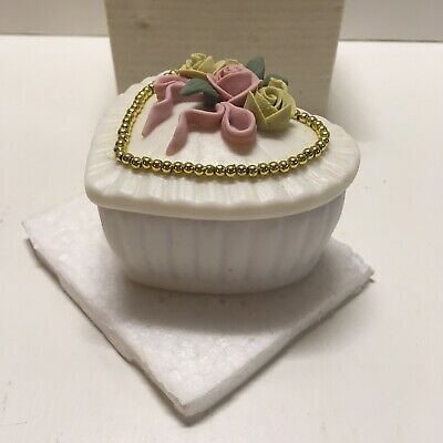 Vintage Heart Shaped Mini Jewlery Music Box NOS (t7)