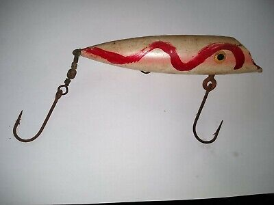Antique Wooden Fishing Lure hand made. Still in great condition.