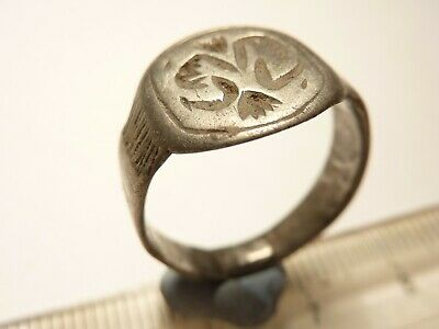 7175	Ancient Roman silver signet ring