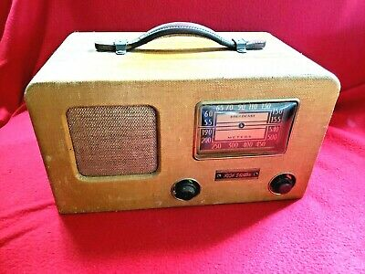 RCA VICTOR - 1941 - Model M-94BP4 - Chassis RC-410 Broadcast - Tube Radio Wooden