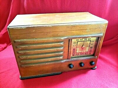 EMERSON - Model DP 332 - Megacycles Italy Japan France England Tube Radio Wooden