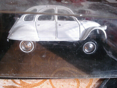 Solido Voiture Miniature de Collection 1800705 Blanc