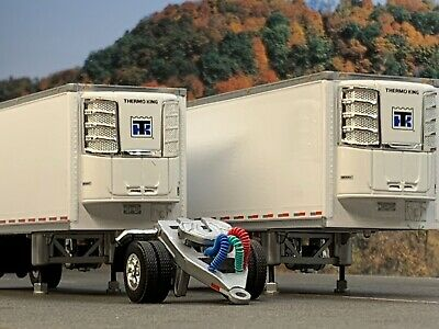 1//64 DCP WHITE WABASH CARRIER REEFER PUP TRAILER