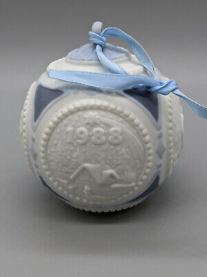 No Box Lladro Christmas Ball 1988 #1603 the Ball is in Fine Condition