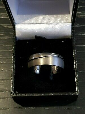 R1037 Gents 316L Stainless Steel Silver Birch Pattern 7.5mm Band Ring