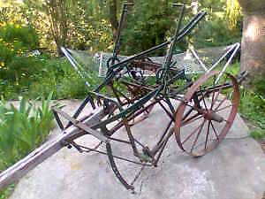 VINTAGE HORSE DRAWN CULTIVATOR 1 row-2 horse-rolls good