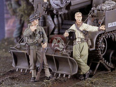 Verlinden 1/35 US Tanker and Infantry at Ease Talking WWII (2 Figures) 2493