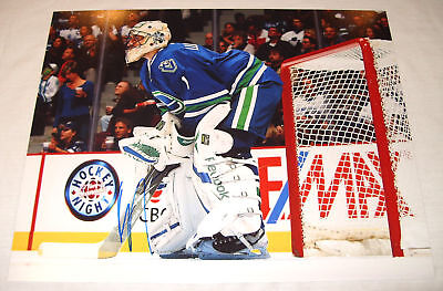 Canucks Canada Roberto Luongo Signed 11X14 Photo Proof
