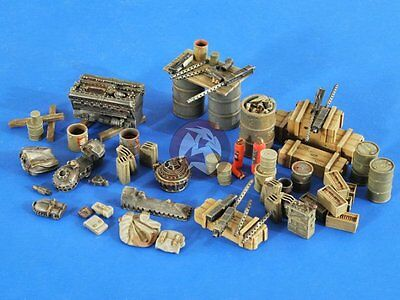 Verlinden 1/48 USAAF Airbase Accessories WWII with 3 Mechanic Figures 2586