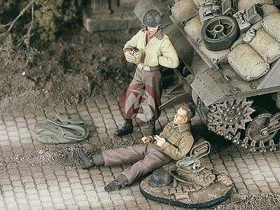Verlinden 1/48 US Tankers at Rest Drinking and Smoking WWII (2 Figures) 2271
