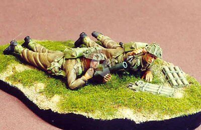 Resicast 1/35 British Infantry Team Firing 2 Inch Mortar WWII (2 Figures) 355569
