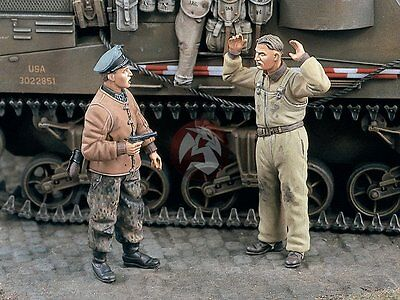Verlinden 1/35 US Tanker Captured by Waffen-SS Officer WWII (2 Figures) 1780