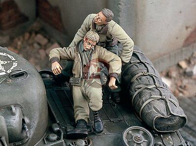 "Verlinden 1/35 ""The Rescue"" US Tanker Saving his Wounded Crewman WWII 1813"