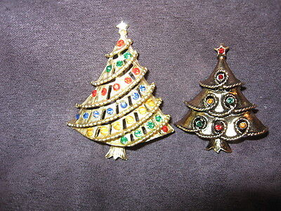 2 christmas tree pins F28