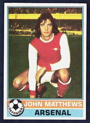 -#023- ARSENAL RED BACK 1977 TOPPS-FOOTBALL RICHIE POWLING