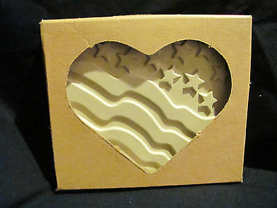 The Pampered Chef Stoneware Patriotic Heart Kit Cookie Mold in Box Used Once!