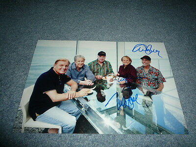 THE BEACH BOYS signed Autogramm 20x30 cm In Person MIKE LOVE , ALAN JARDINE ...