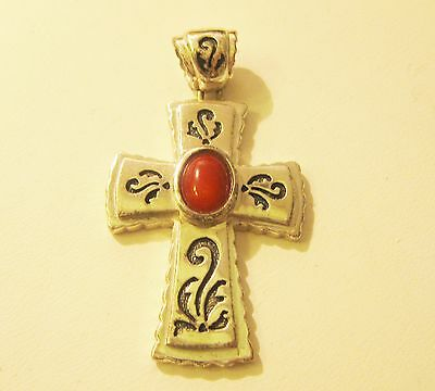 STERLING  CROSS WITH STONE MARKED 925  (SU)