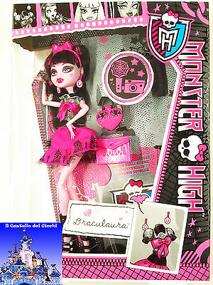 Monster High Bambola DRACULAURA 30cm LOOK DA GIORNO by Mattel Barbie nuovo