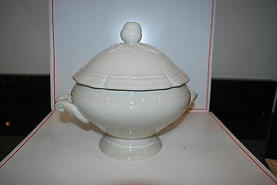 NEW WILLIAMS SONOMA ANTIQUE WHITE SERVING SOUP TUREEN WITH LID ACORN DESIGN