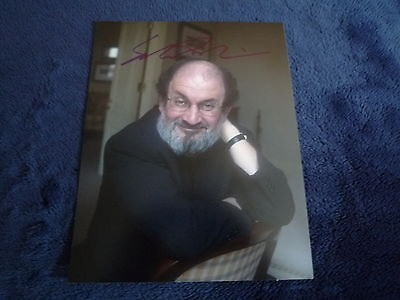 SALMAN RUSHDIE  signed Autogramm 20x25 cm In Person