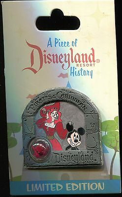 DLR Piece of History 2013 Pirates of the Caribbean Mickey LE Disney Pin 94205