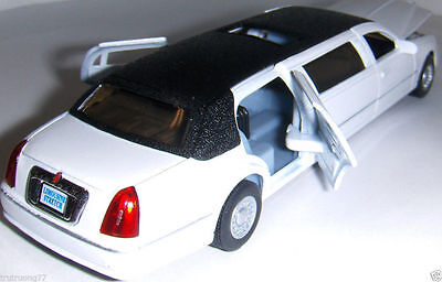 1999 Lincoln Town Car Stretch Limousine Limo 1 38 Scale DieCast White Black Top