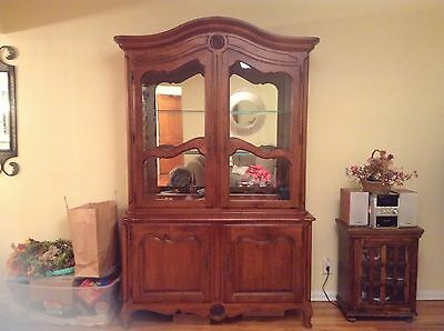Exquisite Ethan Allen China Cabinet