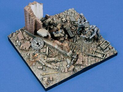 """Verlinden 1/35 """"Last Stand"""" Germany Diorama Base with 5 Figures & Equipment 1494"""
