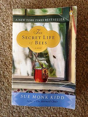 College English School Book: The Secret Life of Bees Novel- Paperback