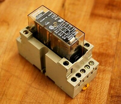Omron G7S-4A2B DC24V Safety Relay, with P7S-14F Socket - USED