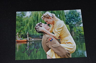 VANESSA KIRBY signed Autogramm In Person 20x25 cm JUPITER ASCENDING