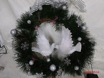SMALL FIBER OPTIC CHRISTMAS WREATH WHITE DOVES COLOR CHANGING
