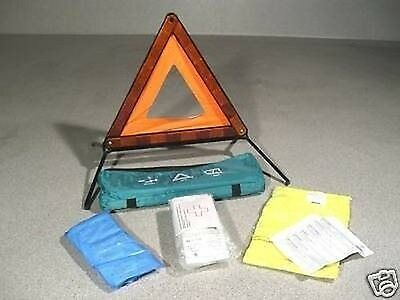 Universal VEHICLE BANDAGE BAG with Warning triangle and High visibility vest DIN