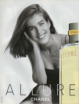 Publicité Advertising 2003  Parfum  ALLURE de CHANEL