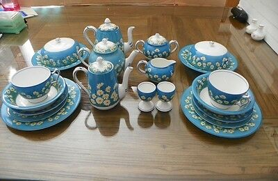 25 Pc. CROWN STAFFORDSHIRE BLUE TRIM WHITE DAISIES BREAKFAST FOR 2 SET CRS 151