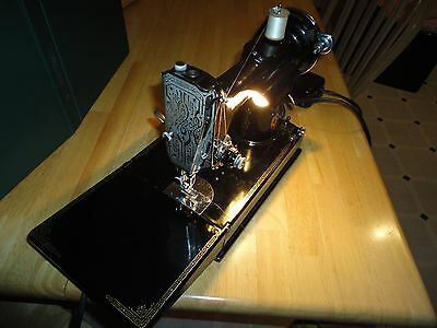 VINTAGE 1940 SINGER FEATHERWEIGHT SEWING MACHINE #221 SCROLL FACEPLATE $650