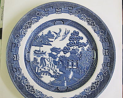 "VINTAGE JOHNSON Brothers ""WILLOW"" 10 1/4"" PLATE, near MINT Condition."