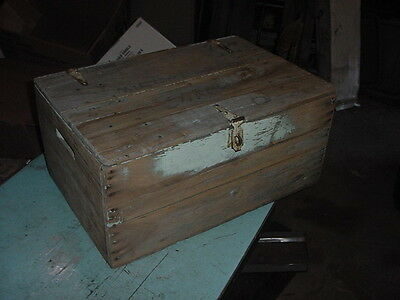 ANTIQUE PRIMITIVE WOOD SHIPPING BOX TRUNK CRATE CHEST CHIPPY PAINT 24x16x11