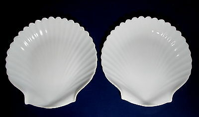 """2 Arcoroc Coquillage Clam Shell White Milk Glass 7 1/2"""" Plates France Durand"""