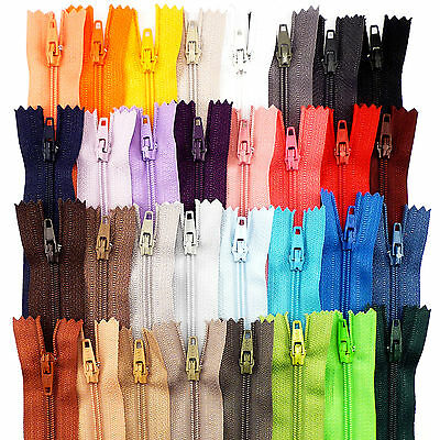 """Short Closed End Zips Many Colours 7"""" 18 cm Crafts Purse Dolls Skirt Trouser ARJ"""