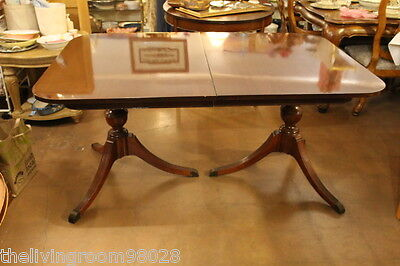 Classic Thomasville mahogany dining table with Duncan Phyfe-style twin pedestals