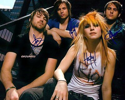 """PARAMORE SIGNED 8""""X10"""" PHOTO RP"""