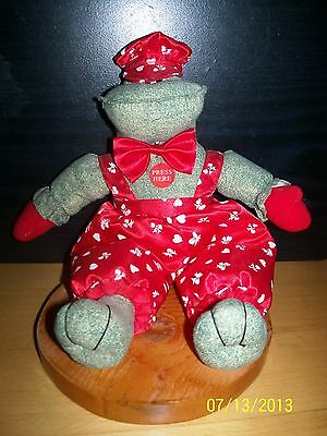 Stuffed Animal FROG red dressed reptile Makes KISSING NOISES Says I LOVE YOU