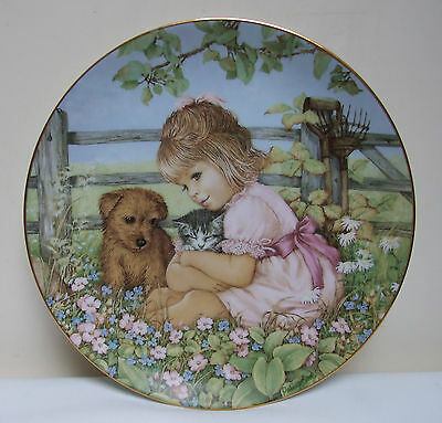 THE HAMILTON COLLECTION 1989 PLATE 'TO HAVE AND TO HUG' CHILDHOOD CHUMS 8.5""